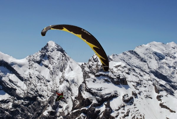 Adventurers Paragliding from Piz Gloria, Switzerland in 2013