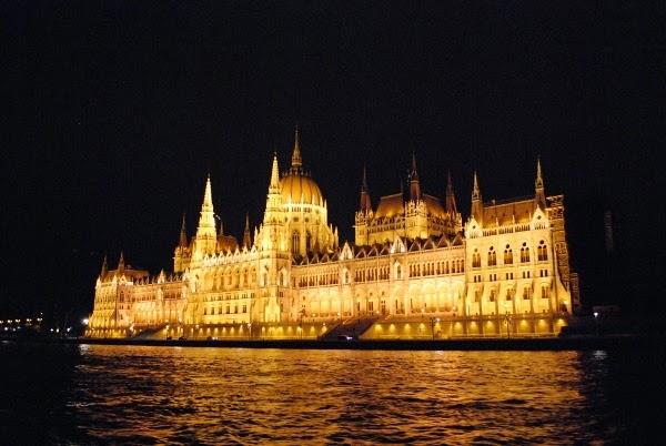 Budapest-2C-2BHungary-2B10407893445-2B-600x402-