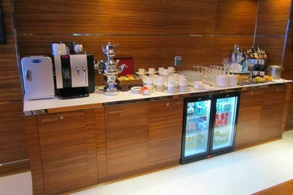 Executive Lounge Alcohol Bar at Hilton Dubai Jumeirah Residences
