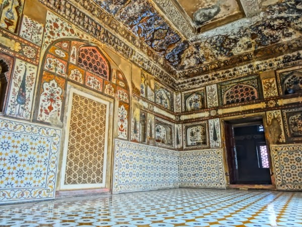 Incredible Decorations Inside the Baby Taj (HDR Photos)