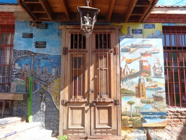 City scenes and other images in Valparaiso's murals