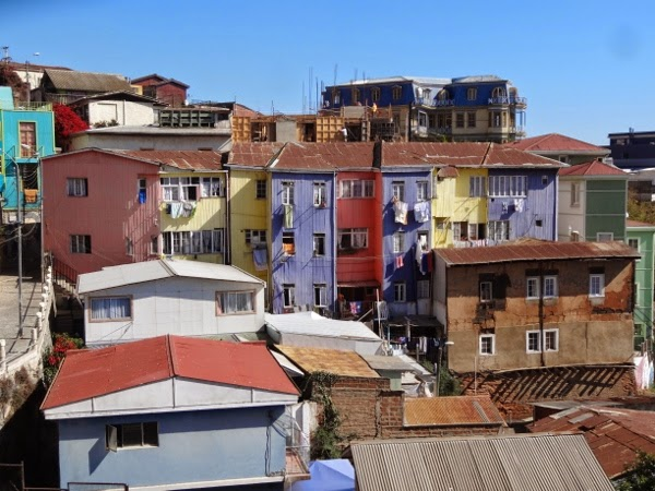 The buildings of Valparaiso that do not have murals get into the art scene too!
