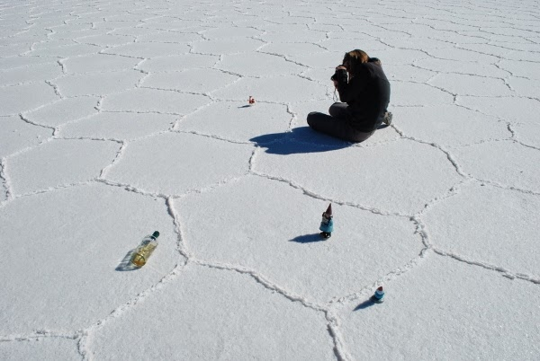This is what a perspective photo shoot looks like in Uyuni