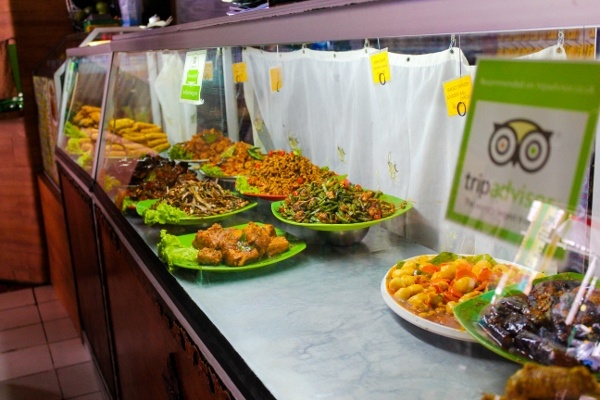 Buffet at Warung Indonesia in Bali